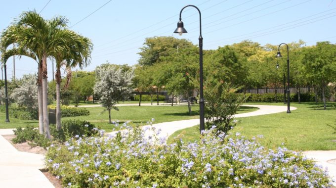 Do Large Parks And Gardens Invalidate An Eruv For Shabbos?